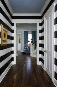 horizontal black and white stripes look dramatic!